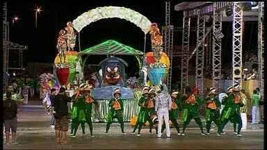 Confira os melhores momentos na Passarela da Alegria - Nem a chuva atrapalhou os desfiles. Público esbanja animação no Gran Folia, que reuniu os mais diferentes ritmos. Depois das festas, as ruas do DF ficaram com um rastro de sujeira.