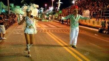 Várzea Alegre realiza mais uma noite de desfiles de escolas de samba - Município fica localizado na Região Centro Sul do Ceará.