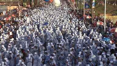 Filhos de Gandhy fazem desfile emocionante na Barra na última segunda - O azul e branco tomou conta do circuito Dodô.