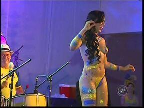 Carnaval de clubes em RIo Preto aposta em marchinhas e funk para animar foliões - Das marchinhas ao funk. O que não falta é muita animação no carnaval dos clubes. Pessoas de todas as idades curtem a festa preparada com muito empenho. A começar pela decoração.