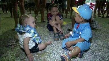 Matinês recebem público infantil em Volta Redonda, RJ - Pais e filhos aproveitaram para se divertir na Ilha São João; concurso de fantasia empolgou os foliões.
