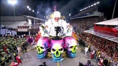Mocidade Alegre é a campeã do carnaval paulista - Esse é o terceiro título seguido da escola que levou a fé em várias religiões para a avenida. Componentes festejam na quadra da escola. A apuração, na tarde desta terça (4), foi realizada sob forte esquema de segurança.