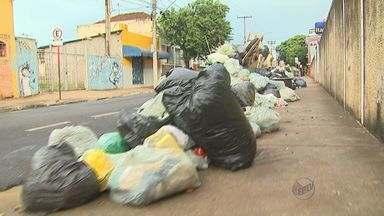 Montanha de sacos de lixo chama a atenção no Centro de Ribeirão Preto, SP - Desde segunda-feira (3) os coletores de lixo estão em greve e reivindicam melhores condições de trabalho.
