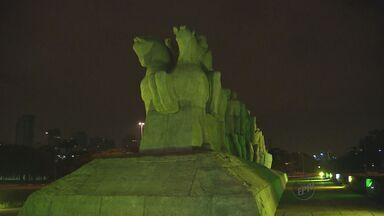 Pontos turísticos recebem iluminação especial em contagem regressiva para Copa - Faltando cem dias para Copa do Mundo no Brasil, os pontos turísticos de São Paulo receberam iluminação especial em verde e amarelo.