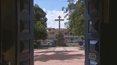 Com mais de 30 igrejas, Goiana é opção de passeio em Pernambuco - Na entrada da cidade, um pórtico também informa que local é a terra dos caboclinhos.