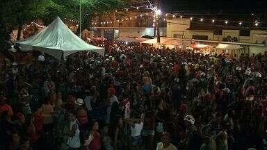 Praça Moleque Namorador atraiu centenas de foliões no bairro da Ponta Grossa - A praça é um dos pólos mais tradicionais do carnaval de Maceió. No bairro do Pontal da Barra o carnaval também foi animado e atraiu muitos foliões.
