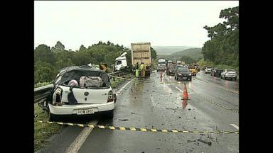 Feriado de carnaval foi trágico nas estradas - Em dois acidentes foram oito mortos.