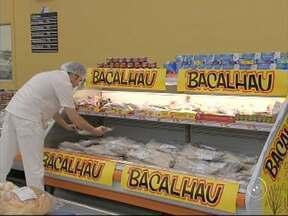 Peixarias já estão se preparando para a quaresma - Seguindo a tradição, quaresma é tempo de comer mais peixes. As peixarias já estão se preparando e tem consumidor que prefere se antecipar para garantir produtos mais baratos e com qualidade.