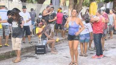 Grupo de foliões faz carnaval de rua em Porto Velho - Carnaval na cidade foi suspenso por conta da cheia do Rio Madeira, mas teve quem aproveitou nas ruas da cidade.