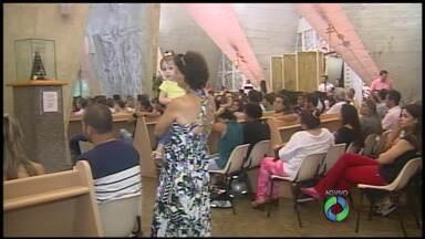 Centenas de fiéis lotaram a catedral de Maringá na quarta-feira de cinzas - No início da Quaresma foi feito também o lançamento da Campanha da Fraternidade 2014