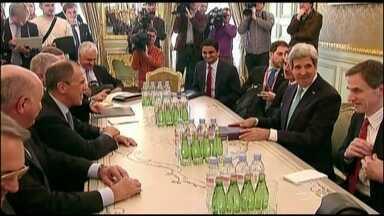 Potências se reúnem e não conseguem acordo para resolver crise na Ucrânia - Líderes dos EUA, Reino Unido, França, Alemanha e Rússia se reuniram nesta quarta-feira (6) em Paris. Eles esperavam juntar o ministro do Exterior russo e da Ucrânia. Mas o encontro não deu certo.