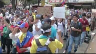 Aniversário da morte de Chávez reúne líderes e atrai protestos na Venezuela - Para homenagear um ano da morte de Hugo Chávez, Nicolás Maduro promoveu um desfile da Força Militar e convocou os presidentes da Bolívia, Nicarágua e Cuba. Ao mesmo tempo, estudantes e opositores foram às ruas contra a violência no país.