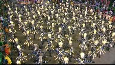 Unidos da Tijuca trouxe surpresas para o desfile do carnaval 2014 - Os desfiles de Paulo Barros, carnavalesco da Unidos da Tijuca, são sempre cheios de surpresas. Neste ano, ele fez chover na avenida.