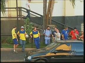 Após um mês de greve, funcionários dos Correios não chegam a acordo - A greve dos Correios completou um mês. Carteiros e a empresa ainda não chegaram a um acordo e não há prazo para que o trabalho volte ao normal em Rio Preto.