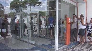 Bandidos roubam agência do Itaú em São Vicente, SP - Criminosos furtaram fiação da parte externa do local