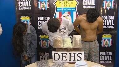 No AM, trio é preso suspeito de comandar tráfico na Zona Leste - Suposto chefe da quadrilha, 'Bileno', responde por seis homicídios.Em depoimento, preso fez ameaças a outros detentos, segundo delegado.