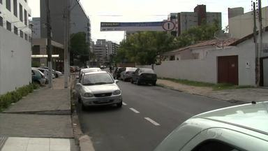 SMTT faz alterações no trânsito da Ponta Verde - Uma das rua que fica próximo à Igreja de São Pedro passará a ser mão única.