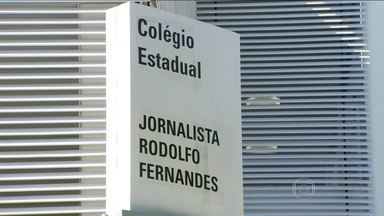 Escola estadual é inaugurada na Pavuna com nome do jornalista Rodolfo Fernandes - Rodolfo Fernandes foi diretor de redação do jornal O Globo e dedicou parte de sua carreira a projetos ligados à educação. Com o novo prédio, alunos da rede pública estadual não precisam mais dividir espaço com os da rede municipal.