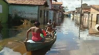 Cheia dos rios deixa 20 mil famílias desalojadas no Norte do país - Mais de 20 mil famílias tiveram que deixar as casas no Norte do país, por causa da cheia dos rios na região. No Pará, três cidades já decretaram situação de emergência.