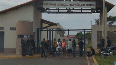 Agentes penitenciários de Franca, SP, aderem a greve estadual - Funcionários reclamam de superlotação e pedem melhores condições de trabalho.