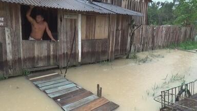 Chuva alaga casas em Nova Olinda do Norte, no AM - Foram quase 10 horas de chuva; boa parte das ruas ficaram alagadas.