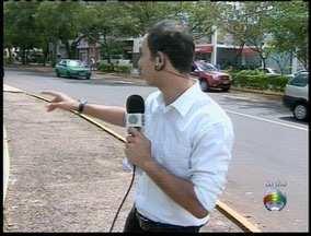 Fluxo de carros aumenta devido ao recapeamento em ruas laterais ao HR - Repórter dá dicas de outros caminhos para evitar a via.