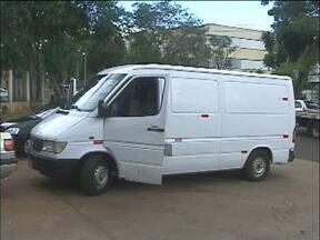 PRF apreende van com multas acumuladas em quase um milhão - Dentro, os policiais também encontraram cigarros contrabandeados