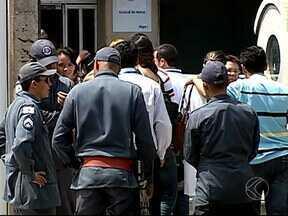 Inalação de gás pode ser causa de intoxicação de funcionários em MG - Bombeiros socorreram vítimas do Grupo Algar em Uberlândia. Assessoria da empresa disse que 11 pessoas foram atendidas.
