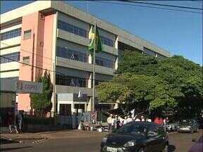 Agricultores atingidos pela construção da usina Baixo Iguaçu protestam em Cascavel - Movimento dos Atingidos por Barragens está proibido pela Justiça de se manifestar em Capanema, na sede da empresa concessionária. Manifestantes estão concentrados em frente à Copel em Cascavel.