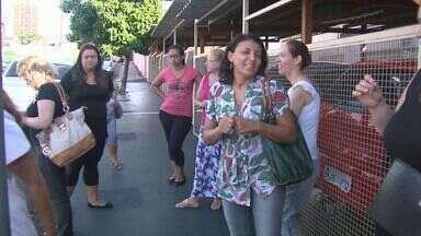 Professores protestam contra superlotação em escola de Ribeirão - Abaixo assinado deve ser encaminhado à Secretaria de Educação.