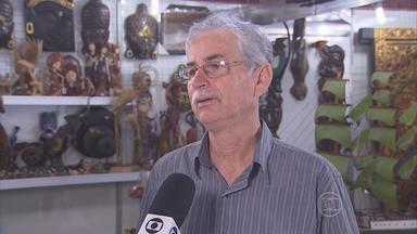 Corpo de gerente administrativo do Chevrolet Hall é enterrado em Jaboatão - Dinairam Cavalcanti tinha 59 anos e sofreu um infarto.