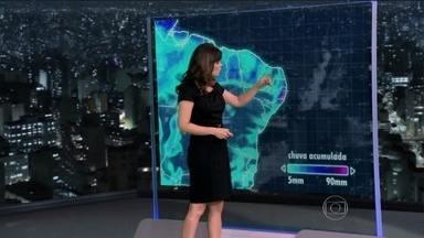 Meteorologia alerta para chuva no Nordeste na sexta-feira (14) - Entre o litoral de Alagoas e o Rio Grande do Norte, chove a qualquer hora do dia e bem forte. No Recife, pode chover em 24 horas o normal para uma semana.