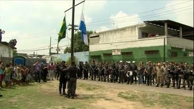 PM ocupa duas favelas do Rio de Janeiro para instalar 38ª UPP - Cerca de 270 policiais participaram da ocupação da Vila Kennedy e da Metral. Um helicóptero com uma câmeta também foi usado para mandar imagens para a central de monitoramento.