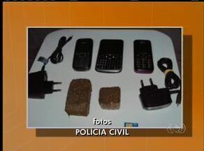 Agentes flagram pacote de droga sendo jogando pelo muro da cadeia de Formoso do Araguaia - Agentes flagram pacote de droga sendo jogando pelo muro da cadeia de Formoso do Araguaia.