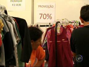 Feira de ofertas começa em Jundiaí - Os consumidores de Jundiaí (SP) já podem a aproveitar os descontos. Pelas ruas da cidade já possível ver lojas com grandes descontos.