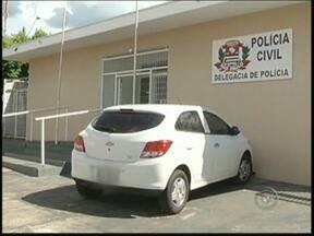 Suspeito de matar jornalista é preso em Votuporanga e confessa crime - O suspeito de matar o jornalista Hélton Souza foi preso nesta quinta-feira (13). Segundo a polícia o homem confessou ter encontrado o jornalista e cometid o crime. Ele deve ser transferido para o CDP de Riolândia (SP).
