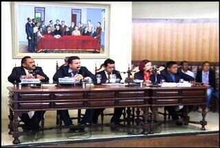 Cargo de controlador da Câmara de Juazeiro do Norte causa polêmica entre os parlamentares - Vereadores discutem a não exigência de concurso público para o cargo de controlador.