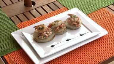 Aprenda a fazer uma mistura que une sabores do Nordeste e Oriente - A chef de cozinha Luciana Nerva mistura a batata doce, típica da nossa região, com salmão e camarão regado ao molho agridoce.
