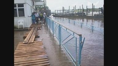 Com a cheia do Rio Mamoré, água invade Porto de Guajará-Mirim, RO - Bilheteria para quem vai para a Bolívia inundada.