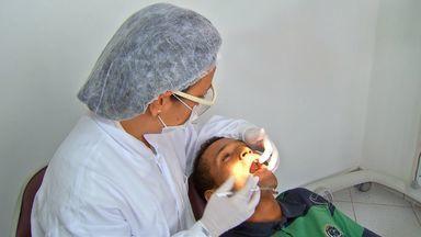 Morador beneficiado por projeto em MT começa tratamento dentário - Um morador beneficiado pelo projeto Multiação começa um tratamento dentário.