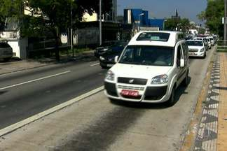 Taxistas ficam fora dos corredores a partir de segunda-feira - A partir de segunda-feira (17), os taxistas não podem mais disputar o espaço dos ônibus nos horários de pico. A decisão foi anunciada hoje.