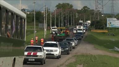 Obras complicam vida de motorista na Avenida das Torres - Filas se formam ao logo de todo o dia