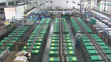 Empresas da região de Ribeirão Preto começam a faturar com a Copa do Mundo - Indústrias dobraram produção de roupas e acessórios.
