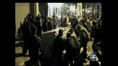 Polícia Civil do RS indicia sete acusados de participar atos de vandalismo em protestos - A manifestação, que tinha começado pacífica em junho de 2013 em Porto Alegre, terminou em confronto com policiais. Dois dos indiciados negaram que tenham participado de qualquer ato de vandalismo.