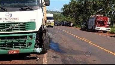 Acidente em rodovia mata pai e filha em MS - Um homem de 38 anos e a filha dele, de 7, morreram em um acidente nesta sexta-feira (14) em um acidente na BR-262. A criança não usava cinto de segurança.
