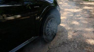 César Urnhani dirige carros com diferentes trações - O piloto do AutoEsporte ensina como funciona a tração dianteira, traseira e também nas quatro rodas.