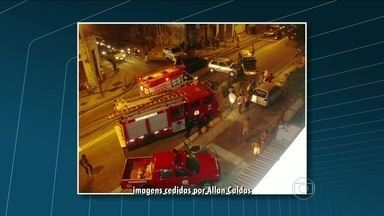 Três carros se envolvem em acidente na região do Lins de Vasconcelos - Um telespectador registrou o acidente. Segundo testemunhas, três carros bateram depois que um táxi avançou o sinal.