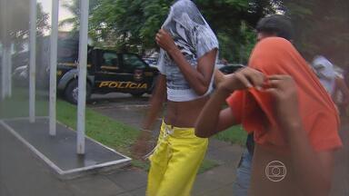 Polícia prende suspeitos de tráfico em operação no Grande Recife - Ação também teve como objetivo investigar presidiários.