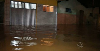 Várias famílias ficaram desabrigadas após chuvas em Patos, no Sertão da PB - Choveu em 66 cidades no Estado.