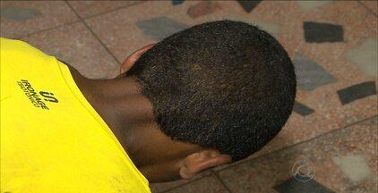 Homem é preso e adolescente apreendido acusados de assaltar ônibus em João Pessoa - Ônibus estava indo para a praia do Poço, em Cabedelo.